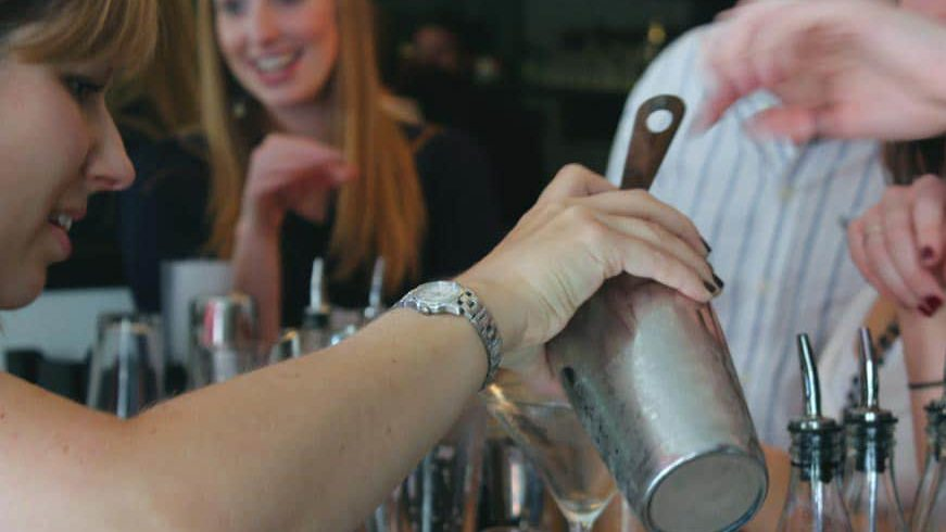 cocktail-making-classes-for-hen-parties-london-uk