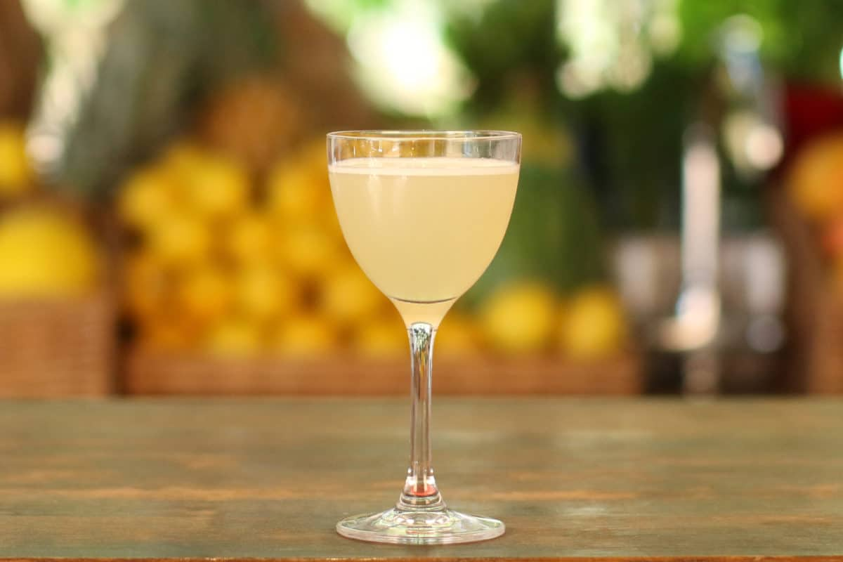 Apple-and-vanilla-martini-cocktail-recipe